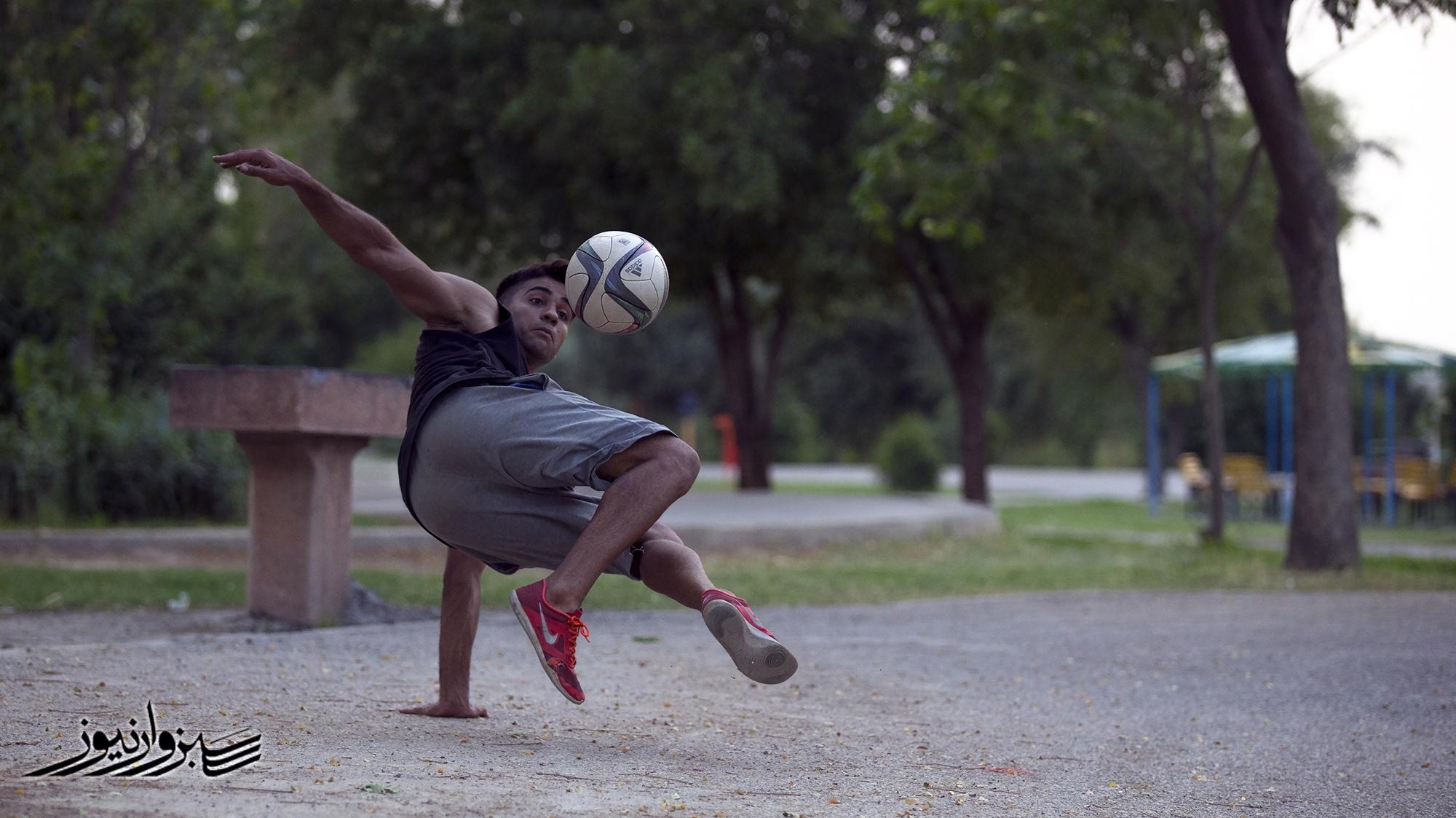فوتبال برای دوستی؛ تمرین آنلاین خبرنگاری ورزشی و فنون فوتبال نمایشی