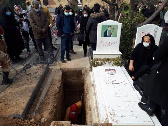 حرفهای قبرکنی که آرامگاه میناوند را آماده کرد