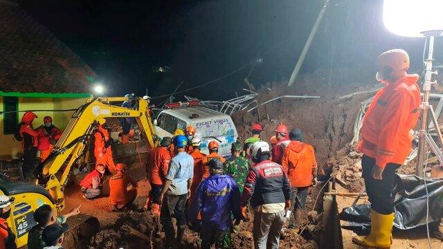 کشته شدن 11نفر در پی وقوع دو حادثه رانش زمین در اندونزی