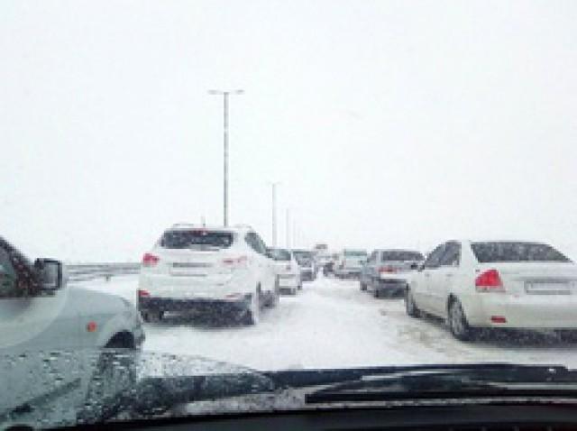 بیش از 1000 خودرو در برف و بوران ژاپن گرفتار شدند