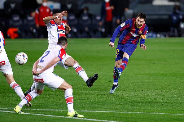 مسی بهتر از بارسلونا