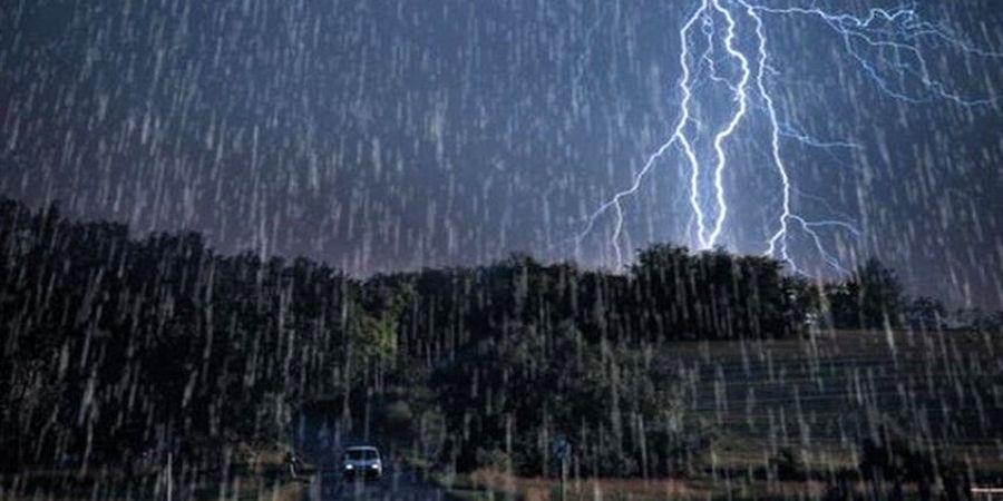 رگبار باران و رعدوبرق در ۱۴ استان کشور تا فردا ادامه دارد