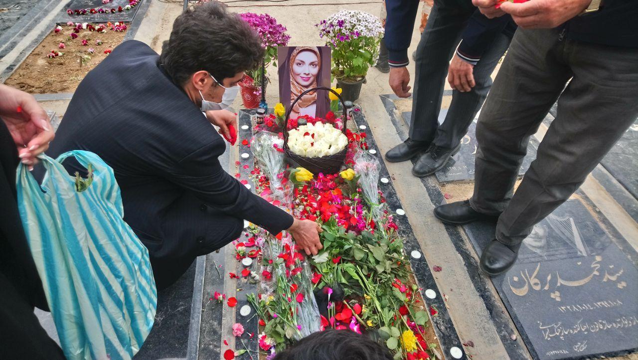 مراسم یادبود آزاده نامداری در بهشت زهرا برگزار شد