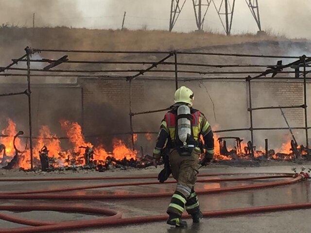 مرد ٩٠ ساله در آتش سوزی مغازه متروکه جان باخت
