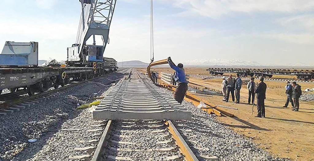 خادمی: تا پایان امسال ۱۸۰۰ کیلومتر راه و راه آهن در کشور به بهره برداری می رسد