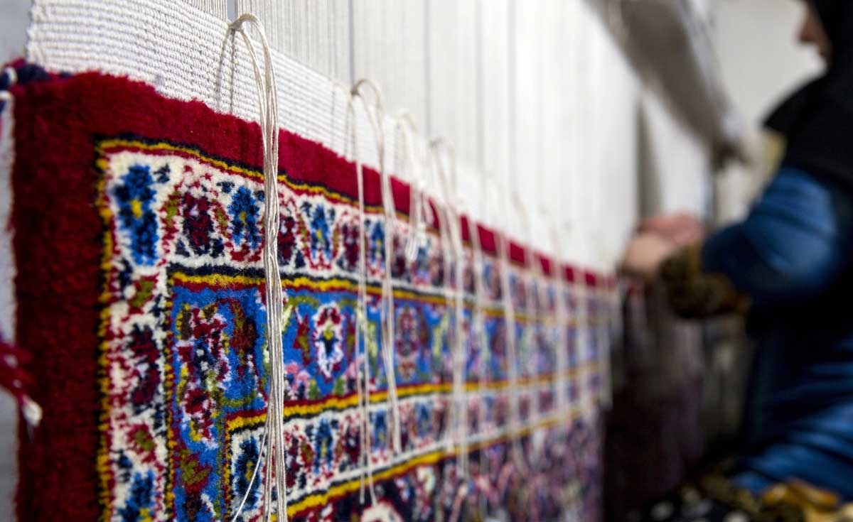 بهبود وضعیت صنایع فرشبافی در گرو همکاری همه جانبه مسئولان دولتی است