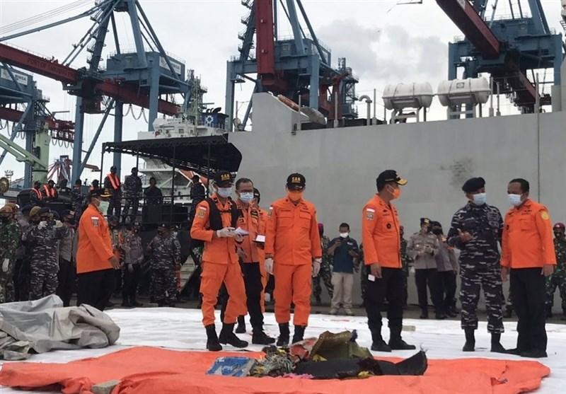 تازه ترین تصاویر از سقوط هواپیمای مسافربری اندونزی