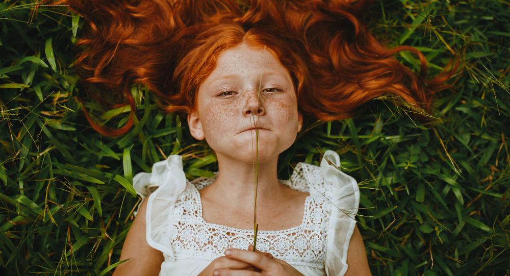 آگهی دردناک فروش موهای دختر ۹ ساله برای خرید گوشی تلفن همراه
