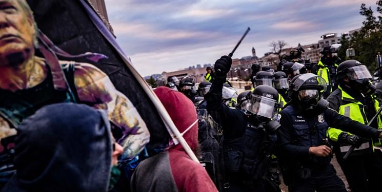 یک نیروی پلیس در اثر جراحات درگیری با هواداران ترامپ جان باخت