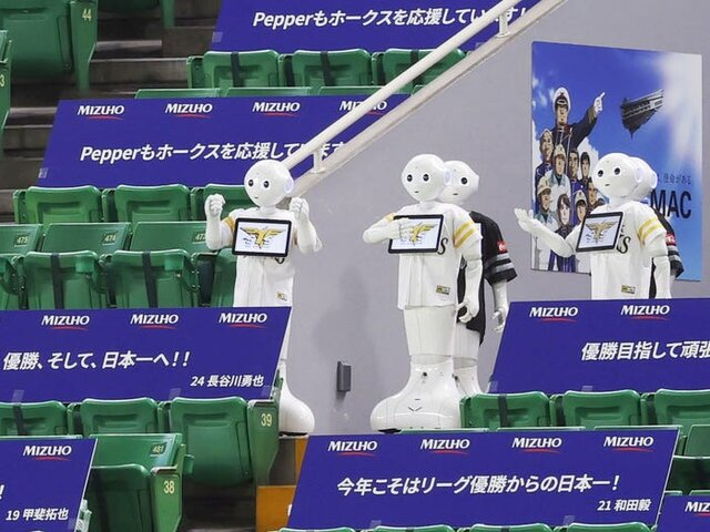 رباتهای هوادار در ورزشگاههای ژاپن!