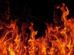 پسر 7 ساله خواهر کوچکش را از خانه در حال سوختن نجات داد