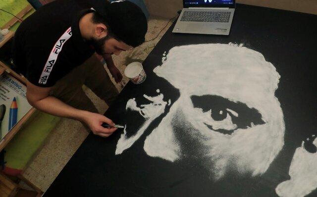 هنرمندی که با نمک نقاشی میکشد