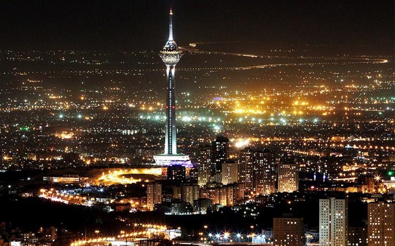نورافشانی بر روی بدنه برج میلاد برای آغاز سال جدید