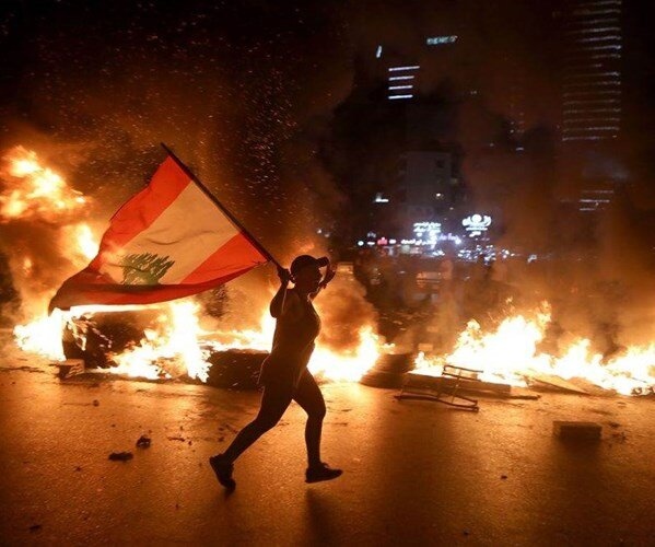 مردم لبنان برای سومین روز متوالی دست به اعتراض زدند