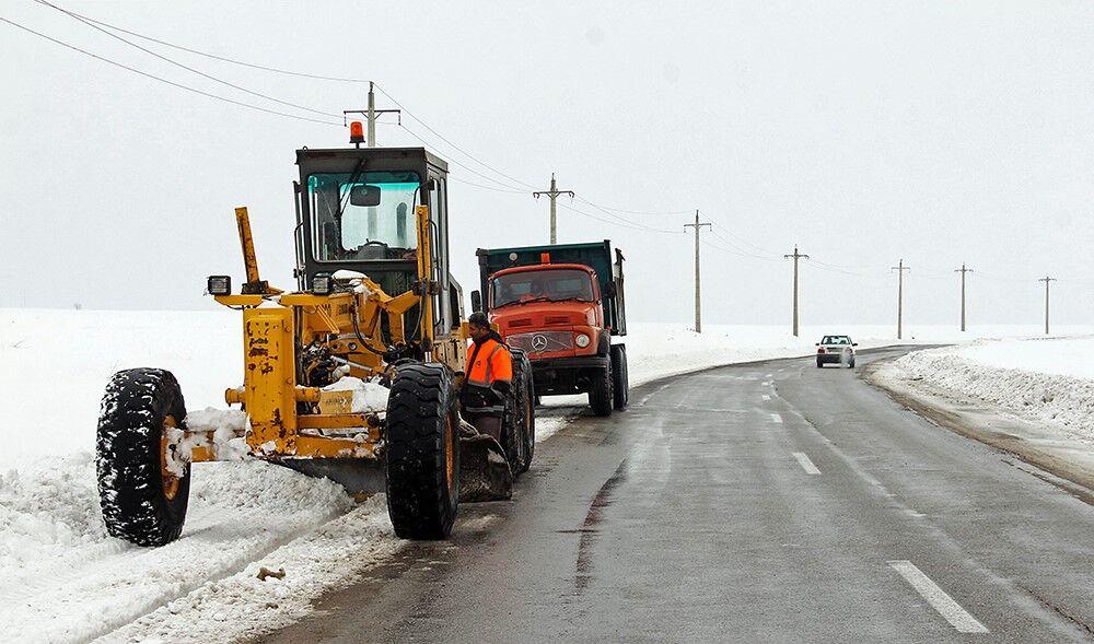 برف روبی جادههای جوین و جغتای در خراسان رضوی