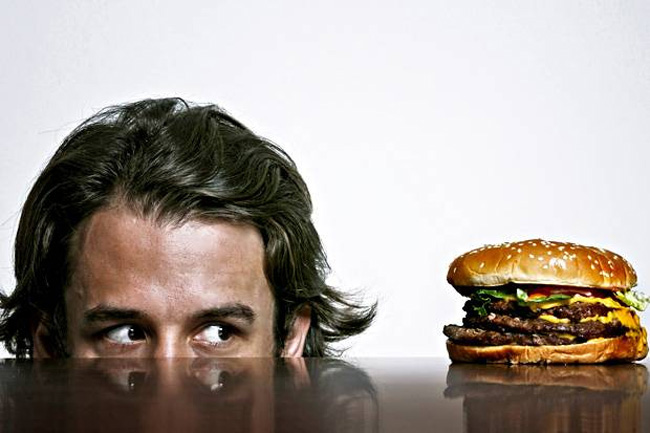 گرسنگی باعث کاهش وزن نمی شود