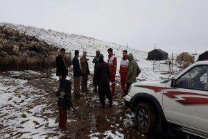 عشایر حادثه دیده در برف سبزوار امدادرسانی شدند