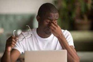 توصیههایی که به سلامت چشم در مواقع دورکاری کمک میکند