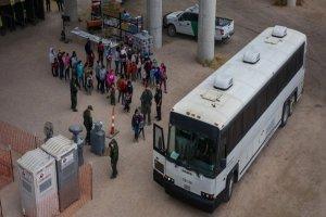 هزاران کودک پناهجو به پایگاه نظامی تگزاس منتقل میشوند