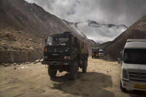 نظامیان دو کشور در مرز بین چین و هند بسوی یکدیگر سنگ پرتاب کردند