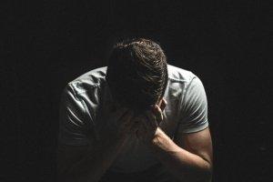 علائم و نشانههای افسردگی در مردان چیست
