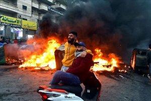 شهروندان لبنانی به دلیل افزایش قیمت دلار، مسیرها را بستند