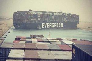 کانال سوئز به دلیل انحراف یک کشتی، مسدود شد
