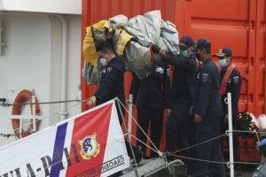 یکی از جعبه های سیاه هواپیمای اندونزی پیدا شد