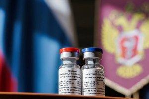 موافقان و مخالفان واکسن روسی بر طبل خود میکوبند