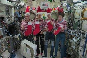 جشن کریسمس در ایستگاه فضایی بینالمللی